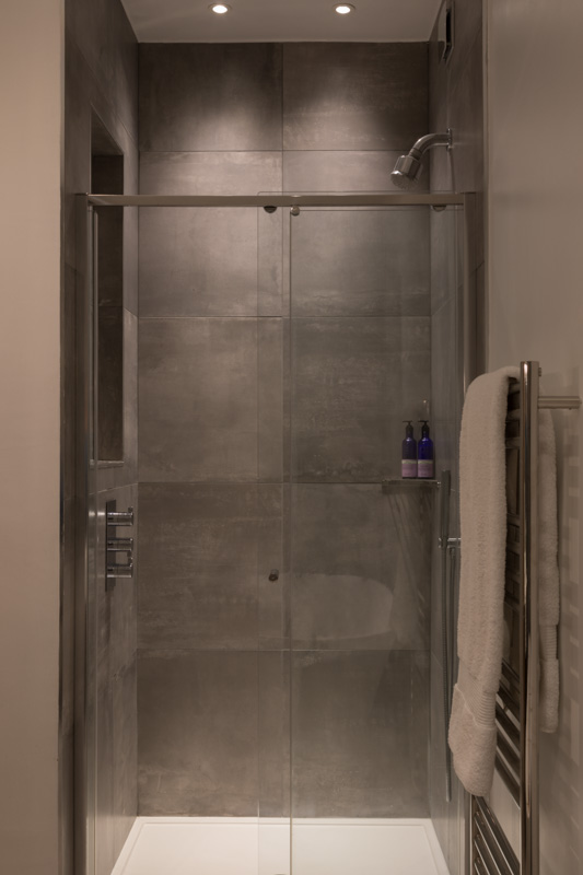 Kingston Project, Shower